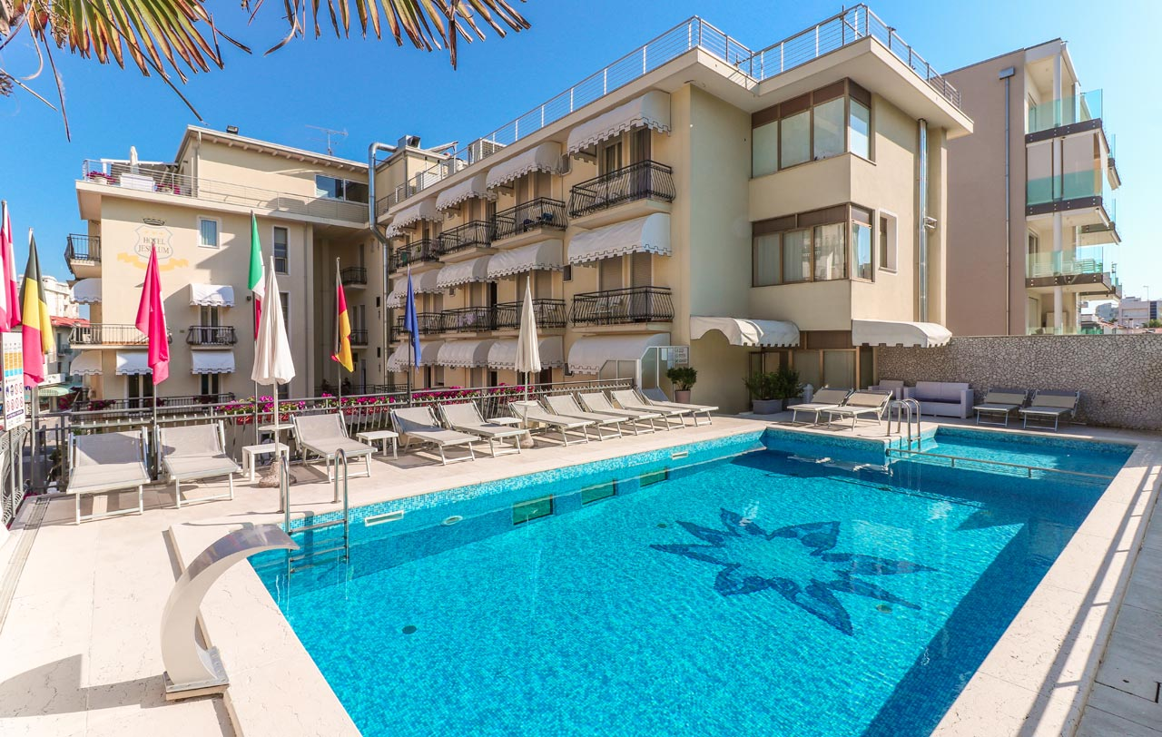 Hotel jesolo 3 stelle con piscina in via bafile hotel for Hotel siracusa 3 stelle