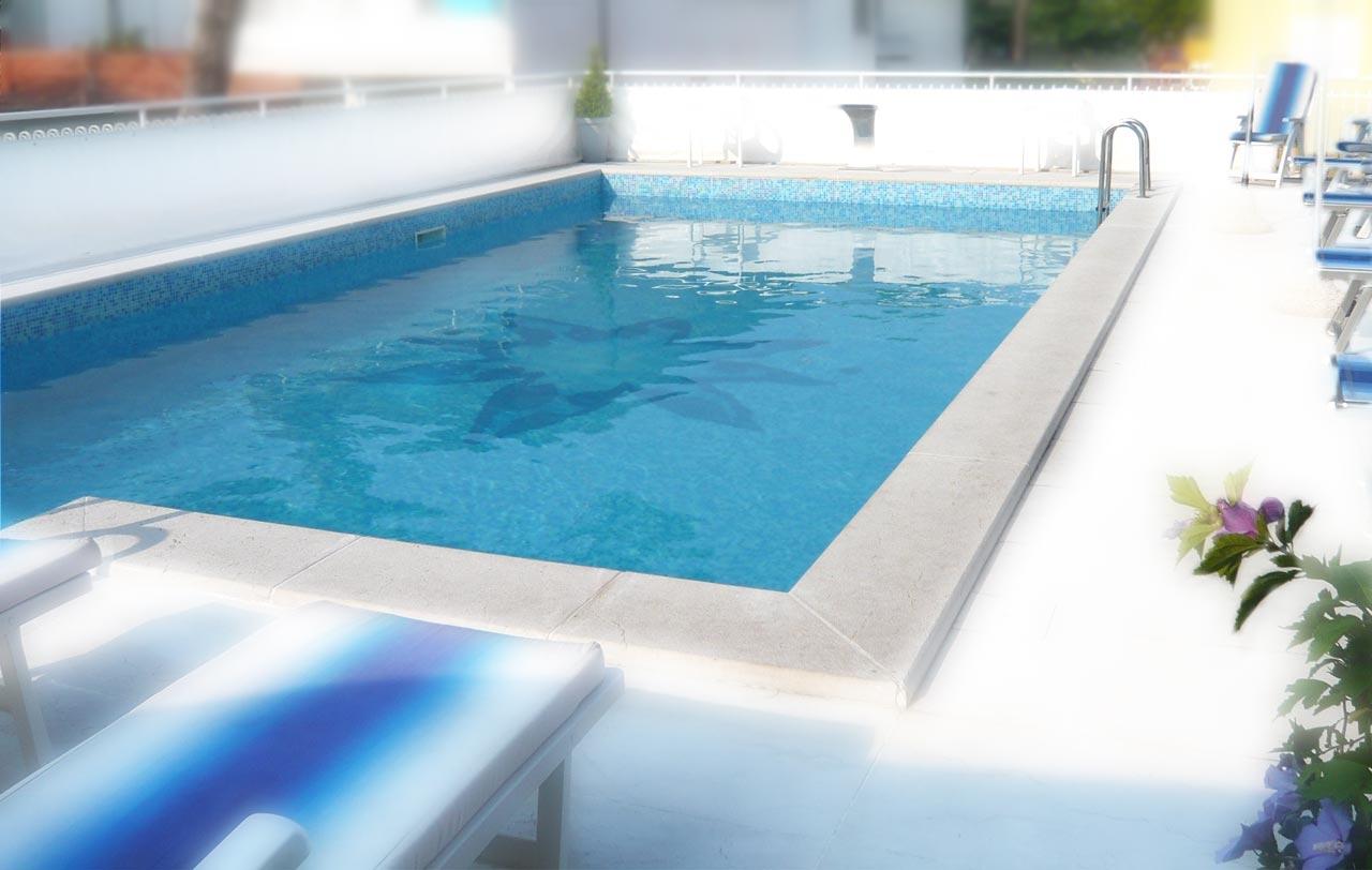 Hotel 3 stelle con piscina jesolo hotel jesulum for Hotel piscina