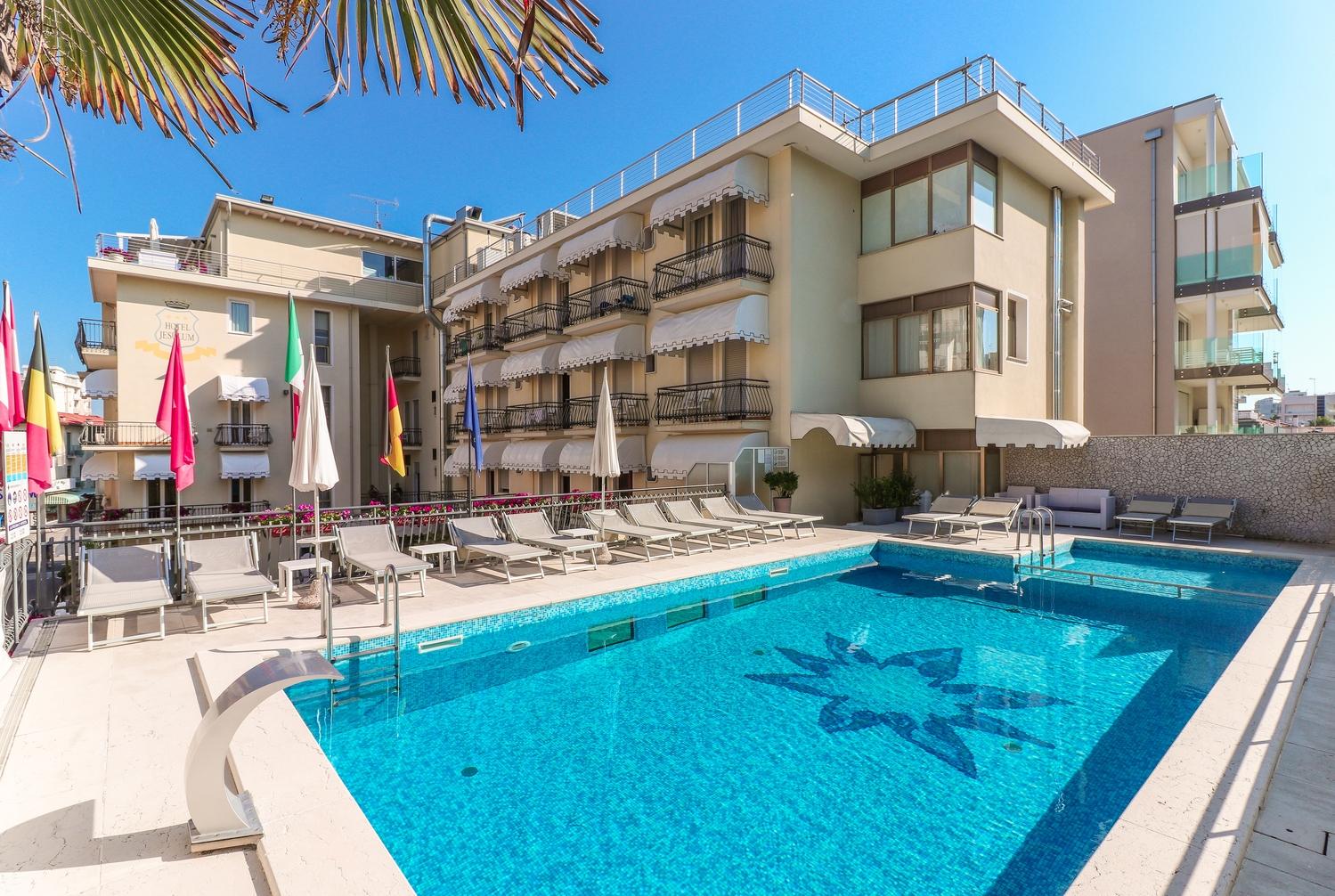 Hotel 3 stelle con piscina jesolo hotel jesulum - Hotel con piscina jesolo ...