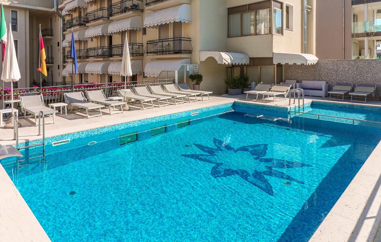 Hotel jesolo 3 stelle con piscina in via bafile hotel for 3 stelle arreda